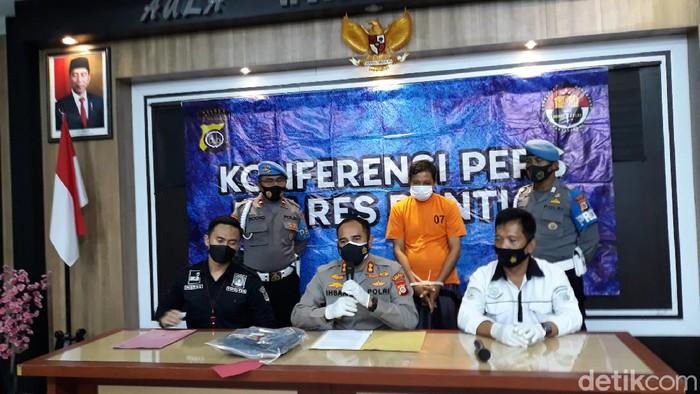 Jumpa pers kasus pria hajar polisi gegara tak terima diminta mengenakan masker saat di pasar, Bantul, Rabu (23/6/2021).