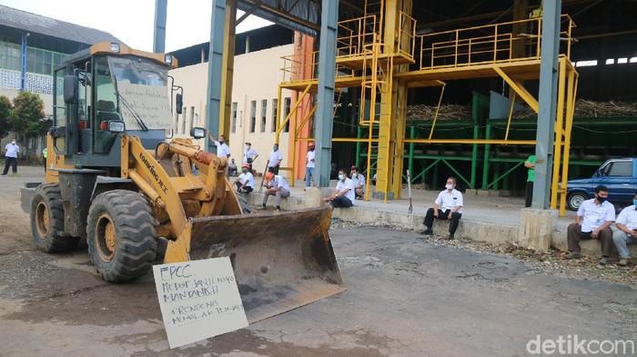 Karyawan pabrik gula di Kudus demo tuntut segera proses giling