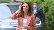Gaya Kate Middleton Tampil Beda, Nge-jeans dan Pakai Sneakers ke Museum