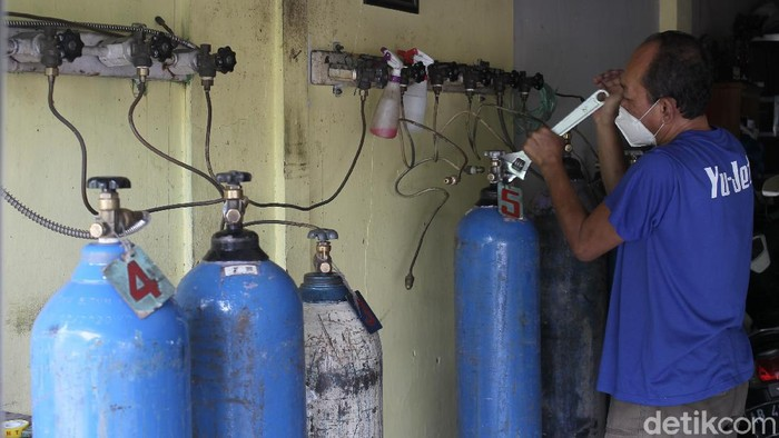 Dinas Kesehatan Daerah Istimewa Yogyakarta mengakui ketersediaan tabung oksigen di rumah sakit rujukan COVID-19 semakin menipis.