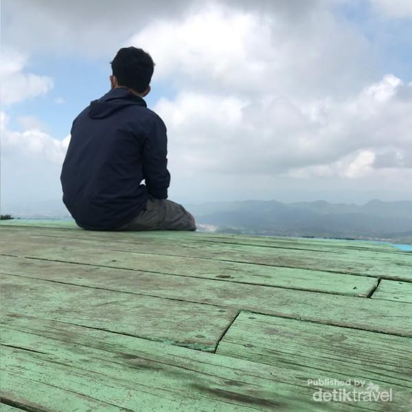 Menikmati Keindahan Pemandangan Sukageuri View