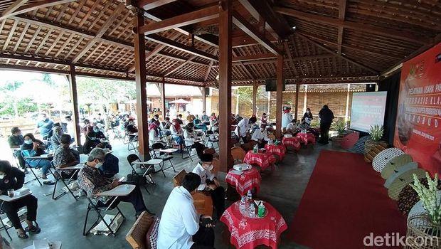 Menparekraf Sandiaga Uno di homestay Magelang
