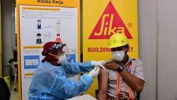 Demi mempercepat pemerataan vaksinasi nasional, sejumlah lembaga berpartisipasi mencegah penularan COVID-19 lewat Vaksinasi Gotong-royong.