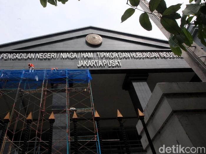 Pengadilan Negeri (PN) Jakarta Pusat menghentikan sementara aktivitas persidangan terhitung sejak hari ini hingga 24 Juni 2021.