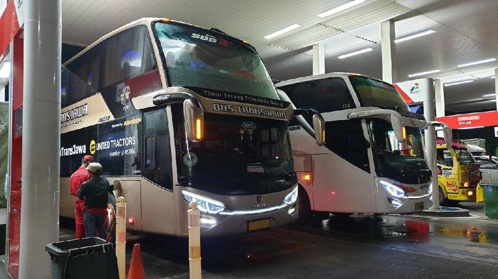 Kenapa Ada Pengemudi Bus Tidak Mematikan Mesin saat Mengisi Solar?