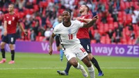 Inggris Masih Seret Gol, Sterling: Yang Penting Juara Grup!