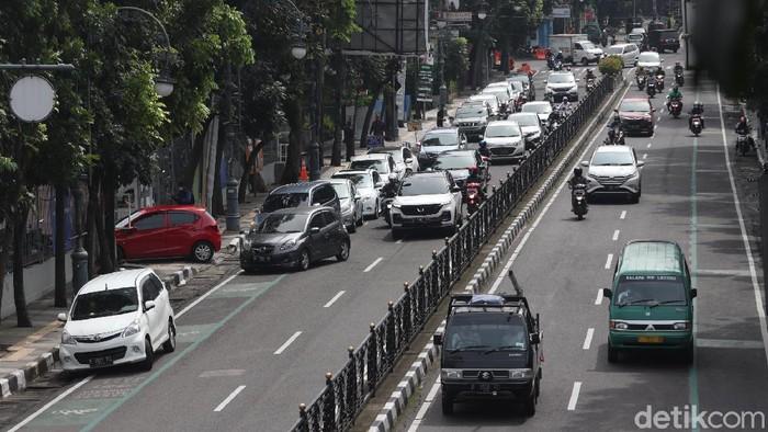 Rapid Antigen Drive Thru di Jalan Merdeka Bandung menimbulkan kemacetan