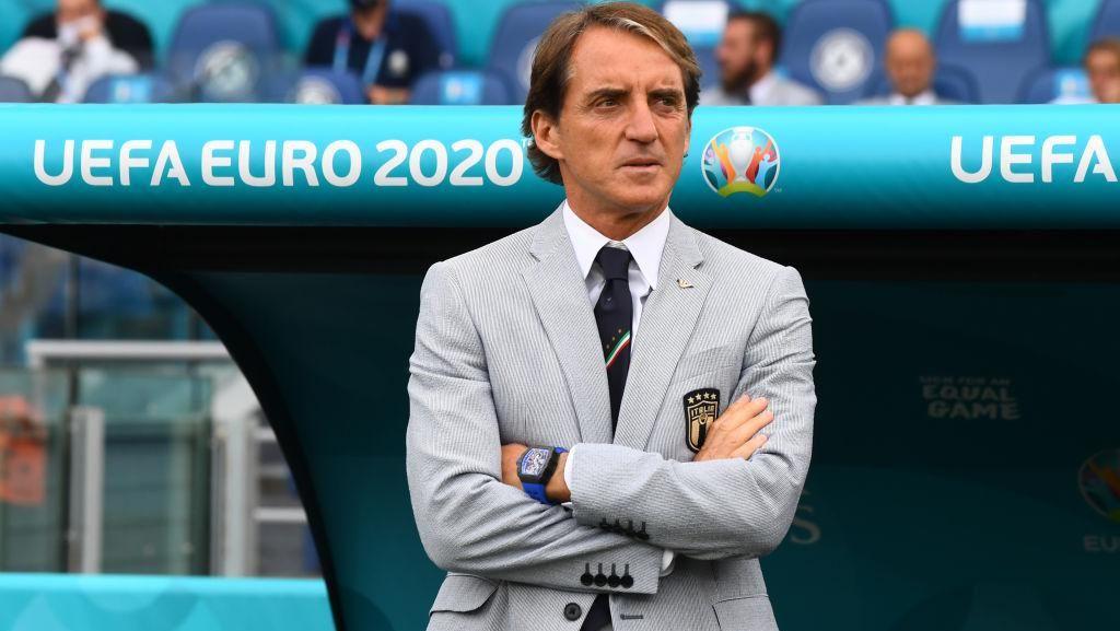 Foto: Roberto Mancini yang Stylish di Euro 2020
