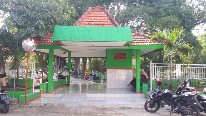 Makam Eyang Pangeran Aryo Dalem Kelurahan Kadipaten Kecamatan Bojonegoro Kota