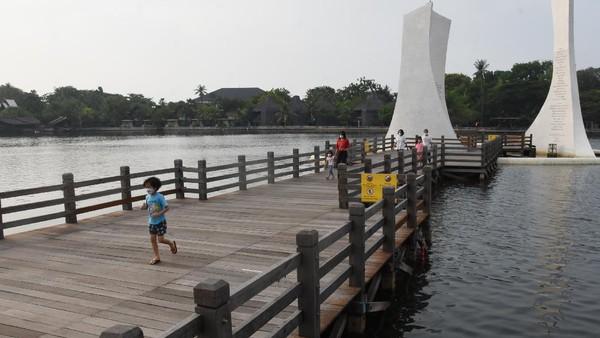 Manajemen PT Pembangunan Jaya Ancol Tbk menutup sementara waktu operasional unit usaha rekreasi Taman Impian Jaya Ancol mulai 24 Juni 2021 seiring keputusan Gubernur DKI Jakarta memperpanjang Pemberlakuan Pembatasan Kegiatan Masyarakat (PPKM) berbasis Mikro untuk menekan penyebaran COVID-19 yang saat ini sedang meningkat.