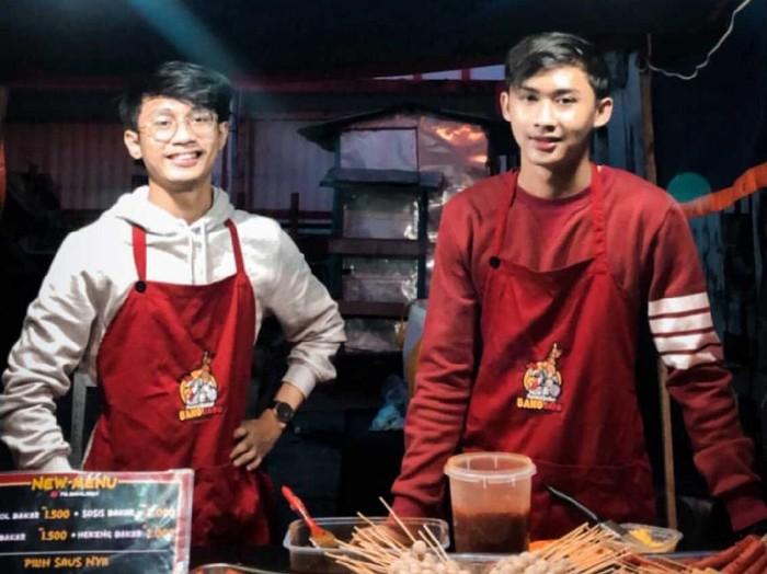 Viral pria yang terkena dampak pandemi, banting setir jualan pentol bakar di Pontianak, Kalimantan Barat.