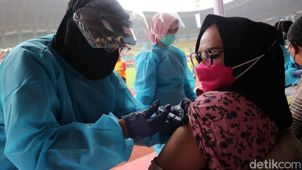 Besok, Pemprov Gelar Vaksinasi Massal Khusus Warga Ber-KTP DKI di GBK!