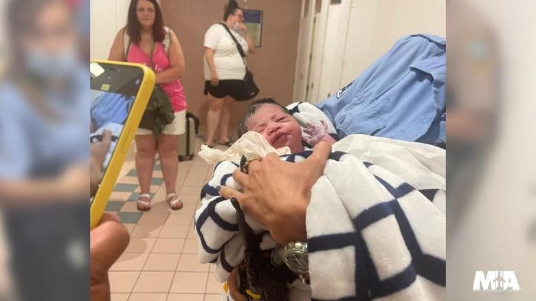Bayi di Bandara Miami