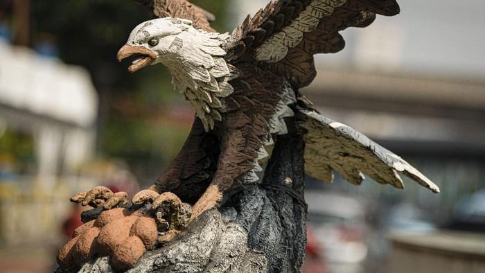 Patung maskot Provinsi Daerah Khusus Ibukota (DKI) Jakarta berdiri di salah satu taman di Jakarta.