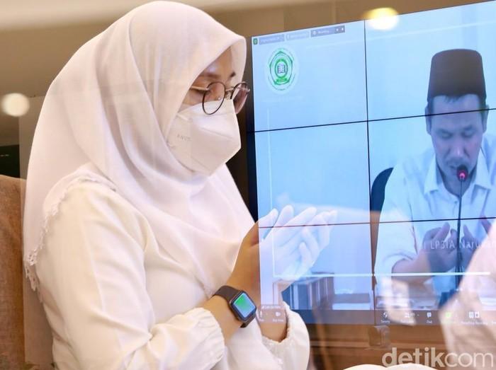 Program Smart Santri yang digelar rutin Pemkab Banyuwangi kali ini menghadirkan KH Ahmad Bahaudin Nursalim atau Gus Baha. Pengajian yang digelar secara virtual melalui YouTube dan akun media sosial Pemkab Banyuwangi berlangsung dengan khidmat dan sarat makna.