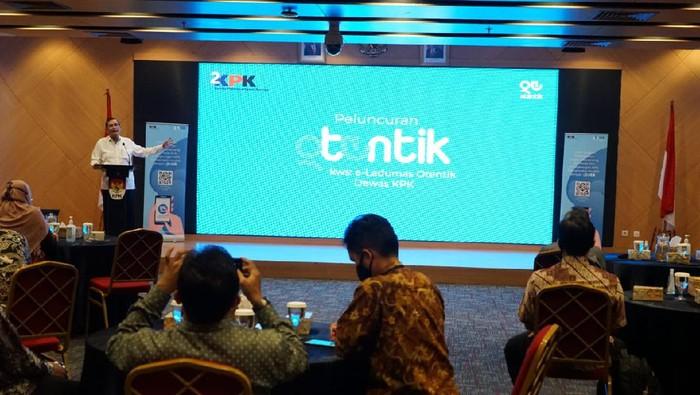 Dewas KPK meluncurkan OTENTIK, aplikasi pengaduan dugaan pelanggaran tugas dan etik pegawai, Kamis (24/6/2021).