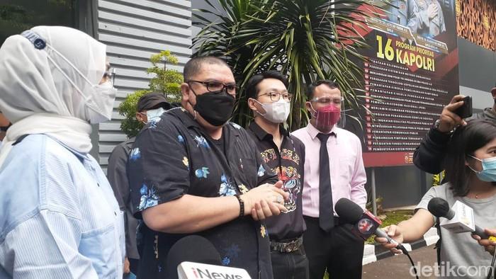 Dokter Richard Lee datangi Polda Metro Jaya dan kembali buka perdamaian dengan Kartika Putri