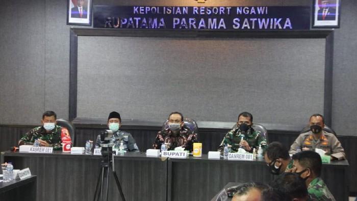 Ngawi masuk dalam daftar zona merah bersama dengan Ponorogo dan Bangkalan Madura. Klaster hajatan menjadi pemicu di Ngawi masuk dalam zona merah sejak Rabu sore (23/6).