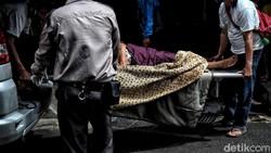 Beginilah suasana pelayanan pasien di kawasan Instalasi Gawat Darurat (IGD) RSUD Koja, Jakarta Utara. Kesibukan terjadi akibat lonjakan kasus Corona di Jakarta.