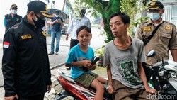 Kasus COVID-19 di Indonesia mengalami peningkatan. Masih adanya warga yang abai protokol kesehatan dinilai jadi salah satu pemicu merebaknya virus Corona.