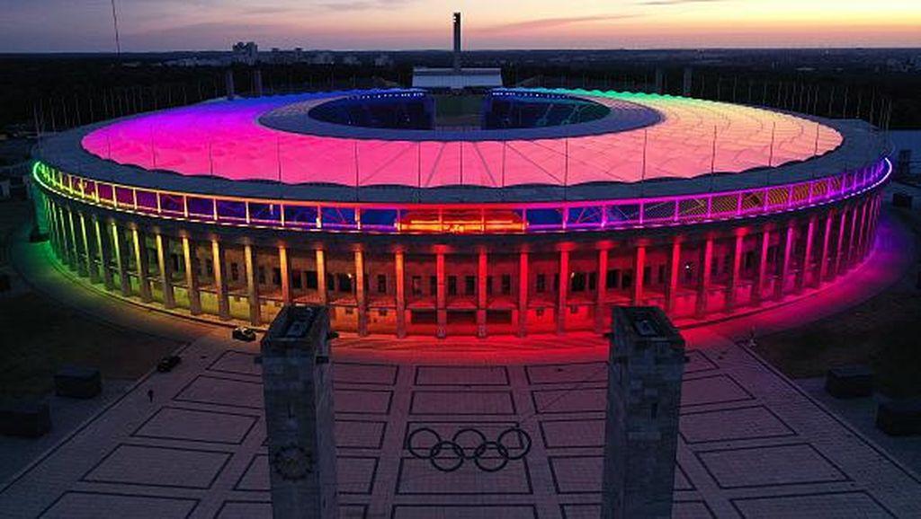 Kala Stadion Terbesar di Berlin Dihiasi Lampu Warna-warni