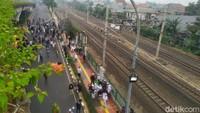 Ricuh! Massa Lempar Batu ke Polisi Dekat Lokasi Sidang Habib Rizieq