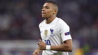 Tatapan Penuh Kagum Mbappe ke Ronaldo