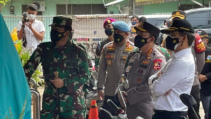 Panglima TNI, Kapolri dan Menkes sidak PPKM Mikro di Jakarta
