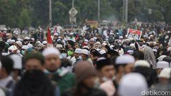 Polisi Amankan Sekitar 150 Orang di Dekat Lokasi Sidang Vonis Rizieq!