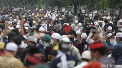 Polisi Pulangkan Ratusan Simpatisan HRS yang Diamankan di Polres Jaktim