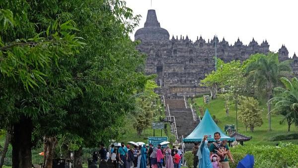 Menindaklanjuti surat edaran Sekretaris Jenderal Kementerian Pendidikan, Kebudayaan, Riset dan Teknologi Nomor 9 Tahun 2021 tentang kebijakan bekerja dari rumah dalam rangka pencegahan dan penanganan COVID-19, Balai Konservasi Borobudur (BKB) menutup sementara kawasan zona 1 Candi Borobudur mulai tanggal 23 Juni sampai 2 Juni mendatang.