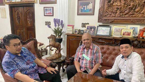 Ketua TPP, A. Huraera Nurhani (kiri) dan 2 anggota TPP Audy Tambunan dan Herlan Matrusdi usai melakukan rapat TPP di Sekretariat TPP, di kawasan Menteng, Jakarta Pusat, Rabu (23/6/2021) sore.