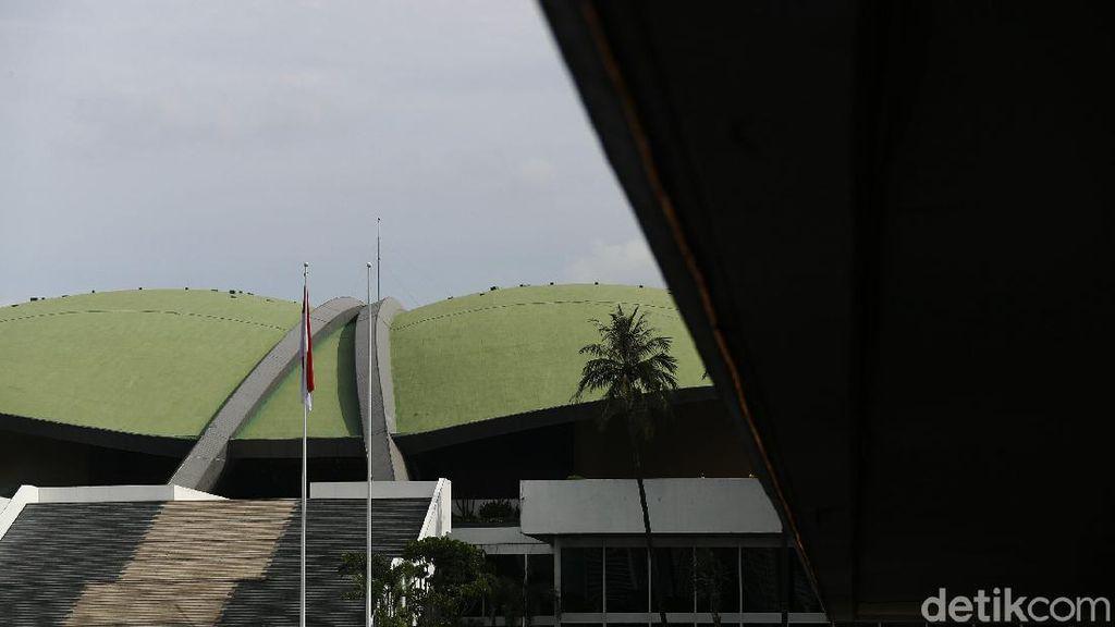Potret Sunyi Sepi Gedung DPR RI Hari Ini