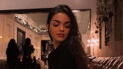 10 Foto Cantik Rachel Zegler, Wanita Berdarah Latin yang Perankan Snow White