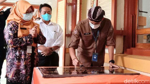 Sandiaga berkunjung ke SMA N 7 Purworejo.