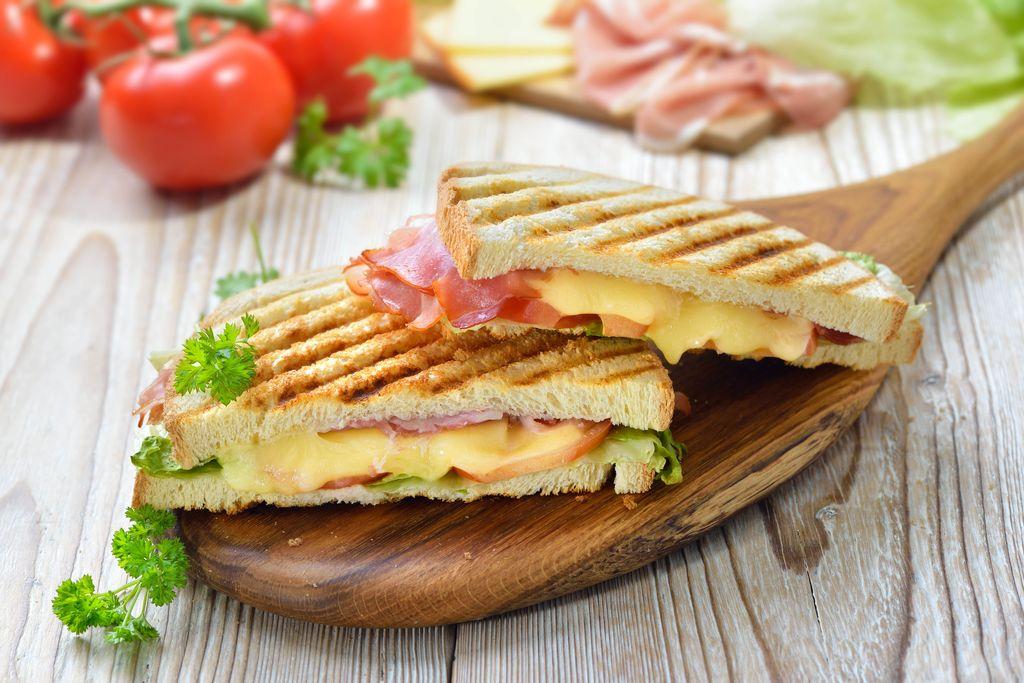 Ini Asal-usul Hamburger dan Sandwich yang Populer di Dunia