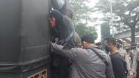 Polisi Amankan 200 Orang Diduga Simpatisan Habib Rizieq di PN Jaktim