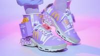 Viral Seniman Singapura Bikin Sepatu dari Kemasan BTS Meal, Kelewat Kreatif