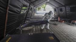 Beberapa Rumah Sakit mulai kewalahan menampung pasien akibat Corona kembali menggila. Ini dia beberapa Rumah Sakit yang mulai merawat pasien di dalam tenda.