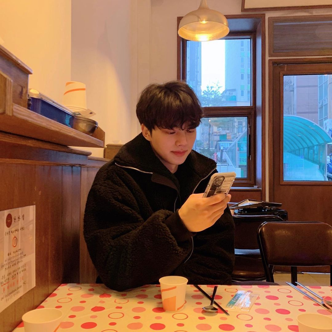 Tips Diet Song Kang Turunkan BB 5 Kg untuk Drakor Nevertheless
