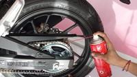 Rantai Sepeda Motor Jangan Dicuekin, Ini 3 Tips Mudah Merawatnya