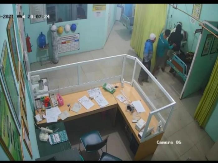 Viral video keluarga pasien aniaya perawat di Garut