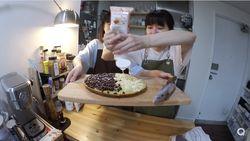 YouTuber Korea Ini Seharian Masak Makanan Indonesia, Ayam Bakar dan Martabak