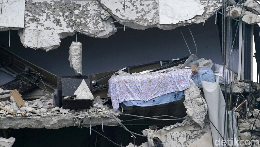 Korban Tewas Apartemen Ambruk di Florida Kini Jadi 46 Orang