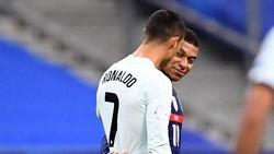 Foto Cristiano Ronaldo & Kylian Mbappe: Tatapan, Tawa, Peluk