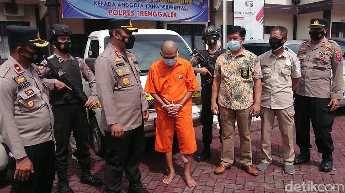 Polisi Trenggalek menangkap tiga pelaku curanmor yang telah beraksi di 33 lokasi. Puluhan TKP itu berada di Jawa Timur dan Jawa Tengah.