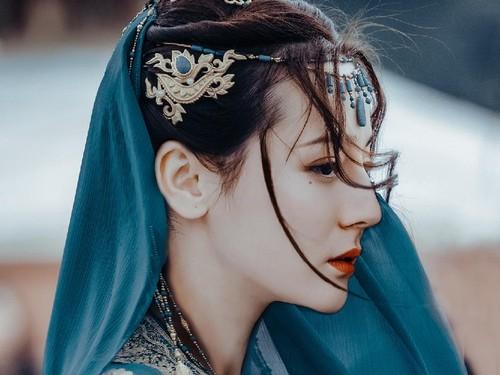 Cantik Banget, 10 Foto Dilraba Dilmurat Bidadari Uighur Jadi Bintang Iklan