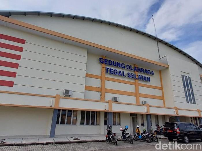 GOR di Tegal selatan yang disiapkan menjadi lokasi isolasi Corona, Jumat (25/6/2021).