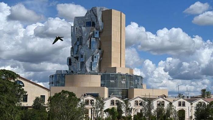 Bagi pecinta dunia arsitektur, nama Frank Gehry sudah akrab. Karya nyeleneh dan tidak biasa sudah menghiasi kota-kota di dunia. Ini dia karya terbarunya!