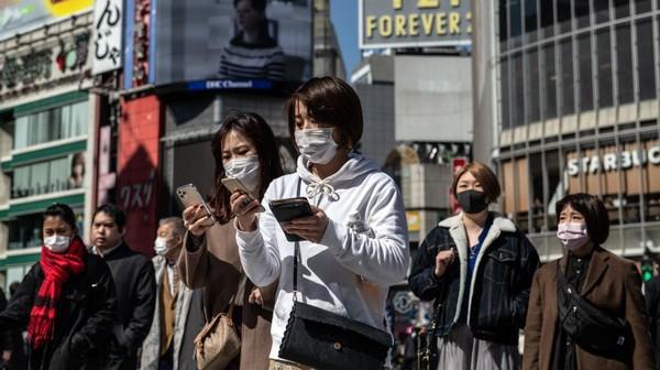 Paspor vaksin dalam bentuk kertas, bukan berbentuk digital. Tomohiro Ohsumi/Getty Images.